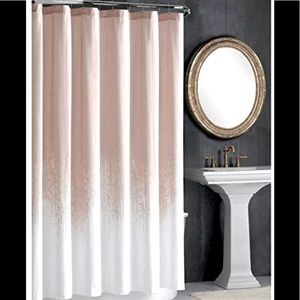 Vince Camuto Lyon shower curtain